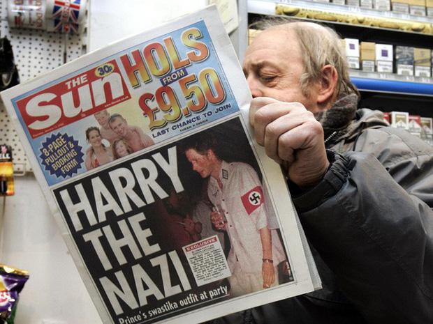Harry Charles: Từ đứa trẻ ai cũng thương sau cái chết ám ảnh của Công nương tới Hoàng tử ếch bị cả thế giới chê cười vì để vợ dắt mũi - Ảnh 3.