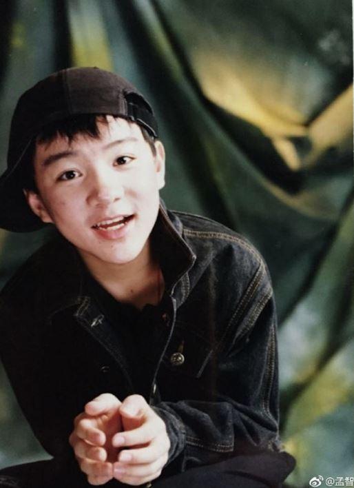 Cậu bé Tam Mao đình đám ngày ấy: Hồi bé học nhiều trường nổi tiếng, lớn lên sống chật vật, còn mắc bệnh lạ khiến ai cũng thương - Ảnh 3.