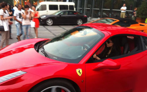 Thiên thần tỷ tỷ Lưu Diệc Phi: 20 năm lăn lộn showbiz, từ đại sứ Louis Vuitton đến bà trùm bất động sản, sở hữu BST siêu xe khiến cánh mày râu thèm thuồng - Ảnh 9.