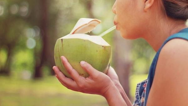 Uống nước dừa rất tốt cho sức khỏe nhưng có 5 thời điểm sau chúng sẽ trở nên nguy hiểm, bạn tốt nhất không nên dùng - Ảnh 4.