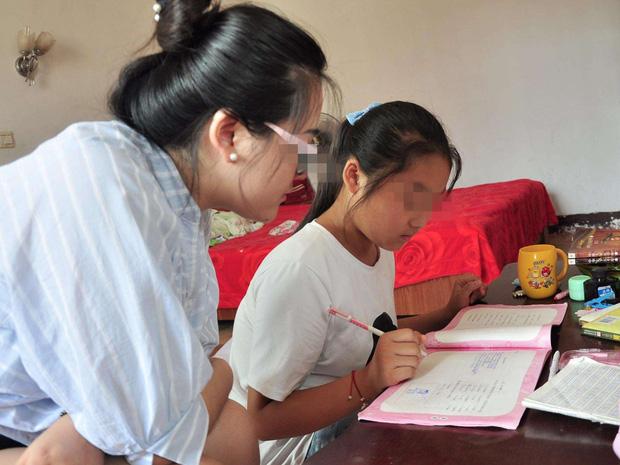 Xin nghỉ học từ 10h tối nhưng mẹ không cho, cô bé 11 tuổi đột tử trên bàn học: Mẹ ơi, con ngủ một lát rồi học tiếp - Ảnh 1.