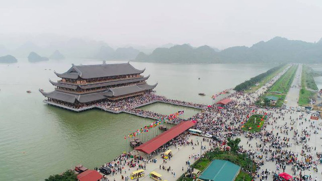 Kinh nghiệm đi chùa Tam Chúc để không bị đông nghẹt người mà lại ngắm được cảnh đẹp - Ảnh 1.