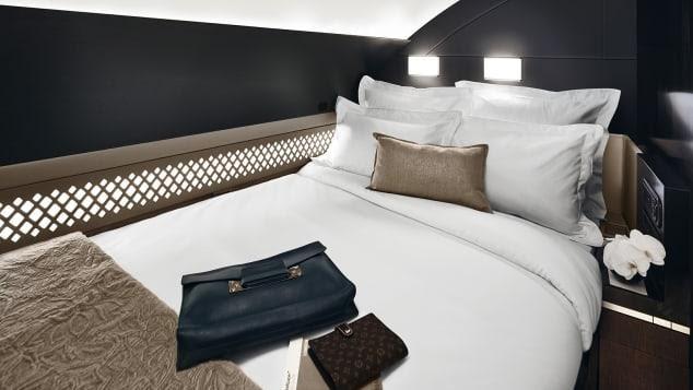 Hơn cả chiếc vé hạng nhất, đây là những chiếc giường đắt đỏ và thoải mái nhất trên bầu trời: Giá vé lên tới hàng tỷ đồng - Ảnh 1.