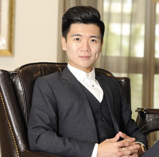 Chân dung đại thiếu gia nhà bầu Hiển: Tự lập từ nhỏ, hơn 30 tuổi đã là chủ tịch công ty tài chính - Ảnh 1.