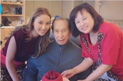 Vợ ba Vua sòng bài Macau đón sinh nhật 1 mình, con gái đăng ảnh cũ mừng tuổi mẹ khiến dân mạng xuýt xoa: Hà Hồng Sân si mê bà là đúng! - Ảnh 2.