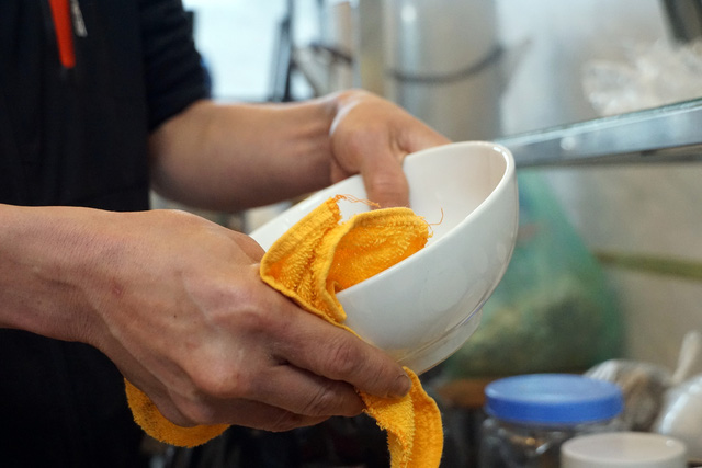 Hà Nội: Nhà hàng, quán cà phê xuyên đêm chuẩn bị cho ngày đầu hoạt động trở lại - Ảnh 13.