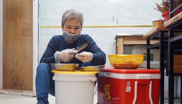 Hà Nội: Nhà hàng, quán cà phê xuyên đêm chuẩn bị cho ngày đầu hoạt động trở lại - Ảnh 10.