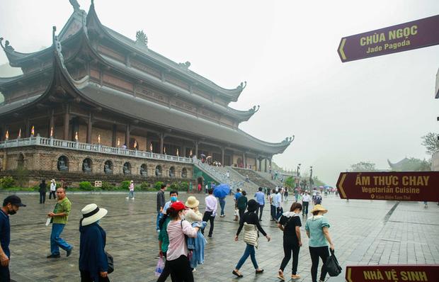 Sau khi 5 vạn người đổ về chùa Tam Chúc: Dựng rào chắn phòng chống dịch Covid-19 - Ảnh 13.