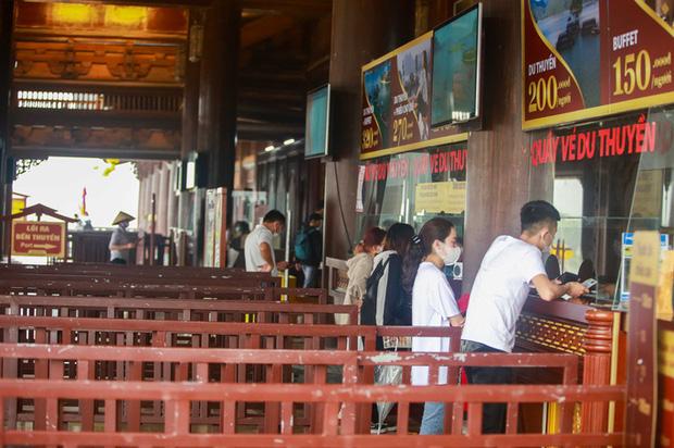 Sau khi 5 vạn người đổ về chùa Tam Chúc: Dựng rào chắn phòng chống dịch Covid-19 - Ảnh 16.