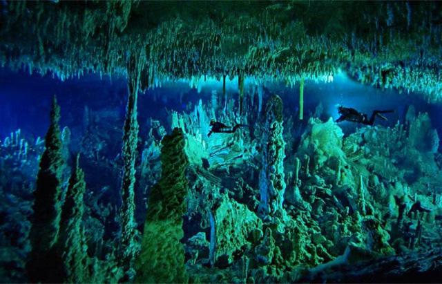 """Chiêm ngưỡng """"Hố xanh khổng lồ"""", một trong những bí ẩn lộng lẫy nhất thế giới - Ảnh 3."""