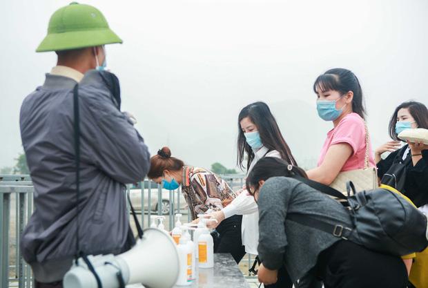 Sau khi 5 vạn người đổ về chùa Tam Chúc: Dựng rào chắn phòng chống dịch Covid-19 - Ảnh 8.