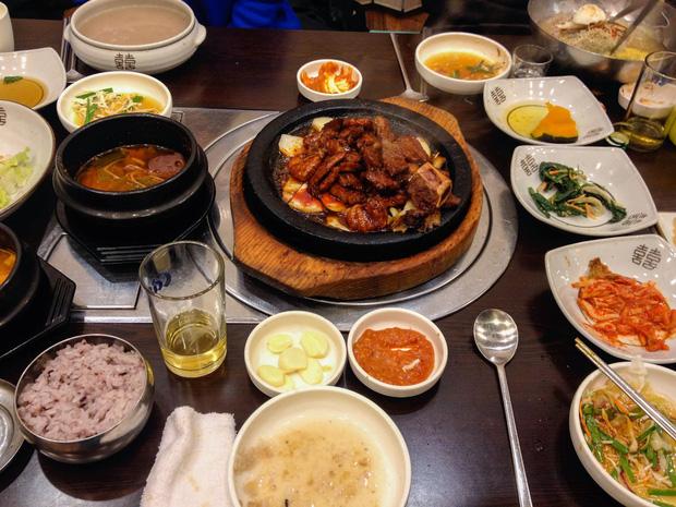 4 loại thực phẩm nên ăn ít vào buổi tối, vừa nuôi dưỡng dạ dày vừa gia tăng tuổi thọ - Ảnh 1.