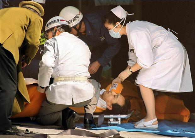 Vụ tấn công bằng khí độc sarin chấn động lịch sử nước Nhật: Ký ức đau thương kéo dài hơn 25 năm, 6000 người vẫn chịu di chứng - Ảnh 3.