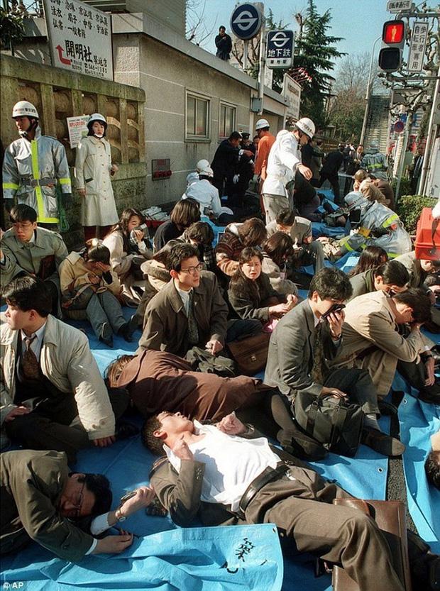Vụ tấn công bằng khí độc sarin chấn động lịch sử nước Nhật: Ký ức đau thương kéo dài hơn 25 năm, 6000 người vẫn chịu di chứng - Ảnh 4.