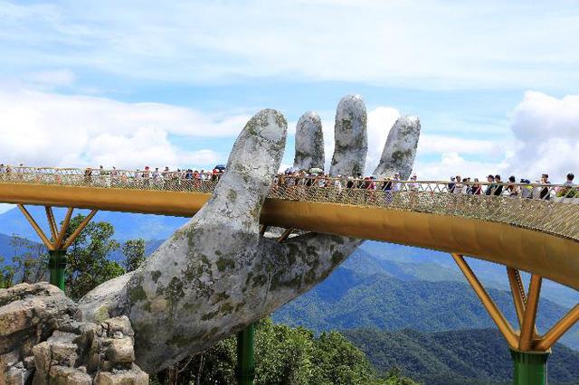 HOT: Cầu Vàng Đà Nẵng được báo Anh bình chọn là kỳ quan thế giới mới, nằm đầu tiên trong danh sách - Ảnh 1.