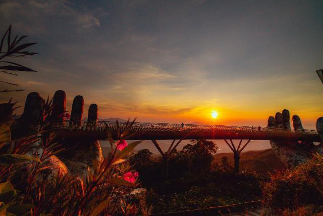 HOT: Cầu Vàng Đà Nẵng được báo Anh bình chọn là kỳ quan thế giới mới, nằm đầu tiên trong danh sách - Ảnh 2.