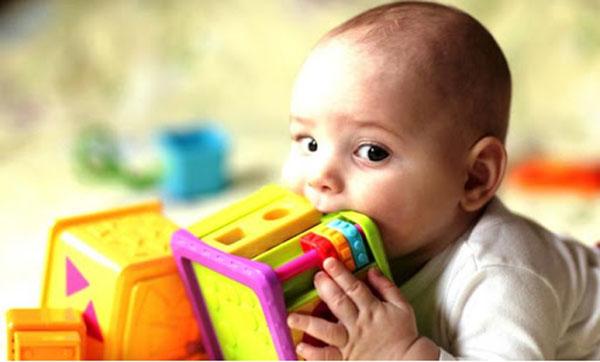 Bé 19 tháng tuổi tử vong nghi do tay chân miệng: Những biến chứng nghiêm trọng, cách nhận biết, điều trị bệnh cha mẹ cần nắm được - Ảnh 3.