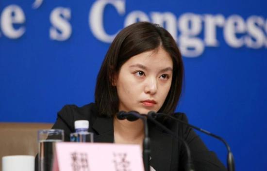 Nữ phiên dịch Trung Quốc xinh đẹp gây bão MXH: 8 năm trước từng dậy sóng vì giống Triệu Vy và những thành tích khiến ai cũng nể phục - Ảnh 6.