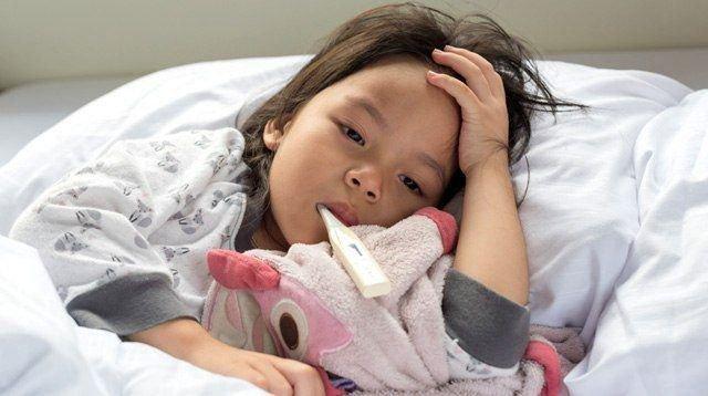 Bé 19 tháng tuổi tử vong nghi do tay chân miệng: Những biến chứng nghiêm trọng, cách nhận biết, điều trị bệnh cha mẹ cần nắm được - Ảnh 8.