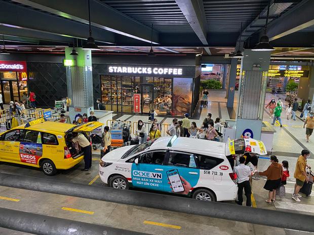 Sân bay Tân Sơn Nhất mở thêm làn cho xe công nghệ đón khách - Ảnh 2.