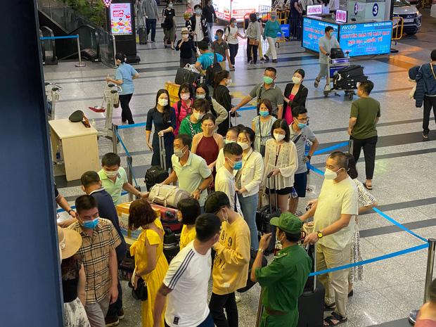 Sân bay Tân Sơn Nhất mở thêm làn cho xe công nghệ đón khách - Ảnh 3.