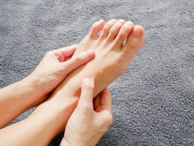 Có cục máu đông trong cơ thể: bạn có thể phán đoán thông qua 3 hiện tượng bất thường ở bàn chân - Ảnh 2.