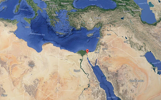 Những con số không tưởng về kênh đào Suez: Đường tắt đi từ châu Á sang châu Âu, chiếm 13% tổng giao thương hàng hải toàn thế giới, 120.000 người bỏ mạng để xây dựng - Ảnh 2.