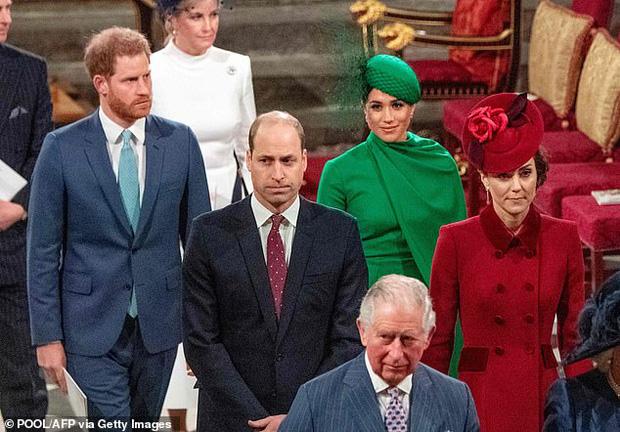 """Cuộc phỏng vấn mới chỉ là """"trailer""""? Vợ chồng Meghan sắp có cả phim truyền hình bóc trần tất tần tật """"thâm cung bí sử"""" của Hoàng gia Anh - Ảnh 2."""