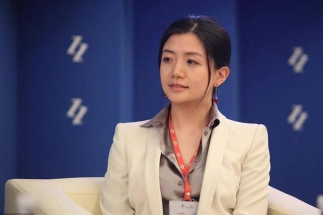 """Người phụ nữ đứng đằng sau đế chế Jack Ma, xinh đẹp, giỏi giang nhưng vẫn độc thân: Tiêu chuẩn chọn bạn đời là """"không làm ảnh hưởng tới công việc""""  - Ảnh 1."""