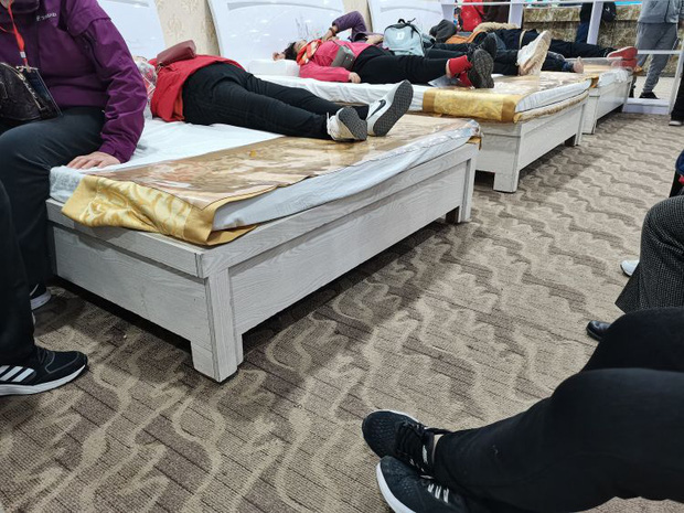 Đằng sau những tour du lịch giá siêu rẻ ở Trung Quốc: Trải nghiệm mệt mỏi dành cho những người đủ sức chạy sô - Ảnh 4.