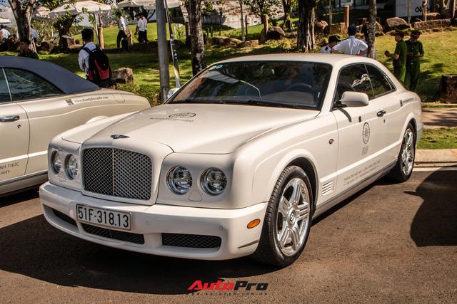 Ông Đặng Lê Nguyên Vũ mang Bugatti Veyron cùng dàn xe hơn trăm tỷ xuất hiện tại TP. Buôn Mê Thuột - Ảnh 9.