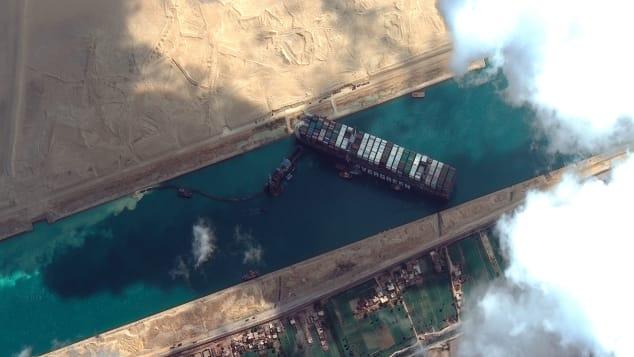 To như quả núi nhưng lại không có phanh, đây là cách những con tàu khổng lồ vượt kênh đào Suez suốt nhiều thập kỷ - Ảnh 2.