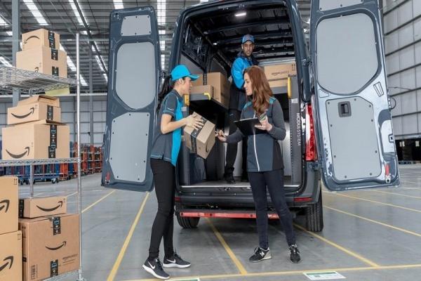 Amazon buộc nhân viên thỏa hiệp bị giám sát hoặc mất việc - Ảnh 1.