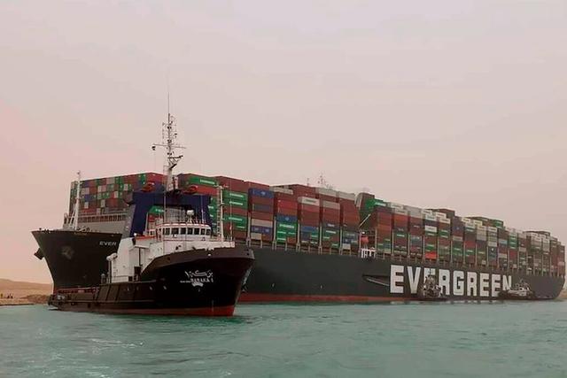 Khi máy xúc và tàu kéo vô dụng, các chuyên gia đang chờ Thiên Nhiên ra tay giải cứu tàu Ever Given mắc cạn tại kênh đào Suez  - Ảnh 4.