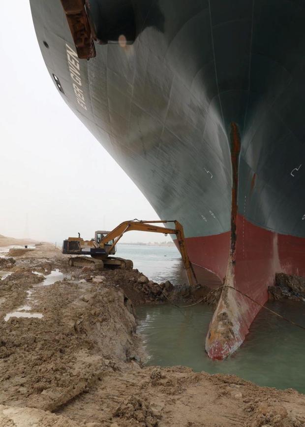 Khi máy xúc và tàu kéo vô dụng, các chuyên gia đang chờ Thiên Nhiên ra tay giải cứu tàu Ever Given mắc cạn tại kênh đào Suez  - Ảnh 5.