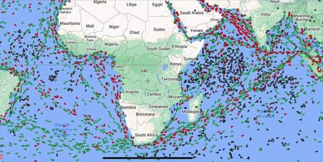 Hàng loạt tàu hàng quay đầu gấp giữa biển, chuyển hướng vòng qua mũi Hảo Vọng để tránh kênh đào Suez - Ảnh 3.