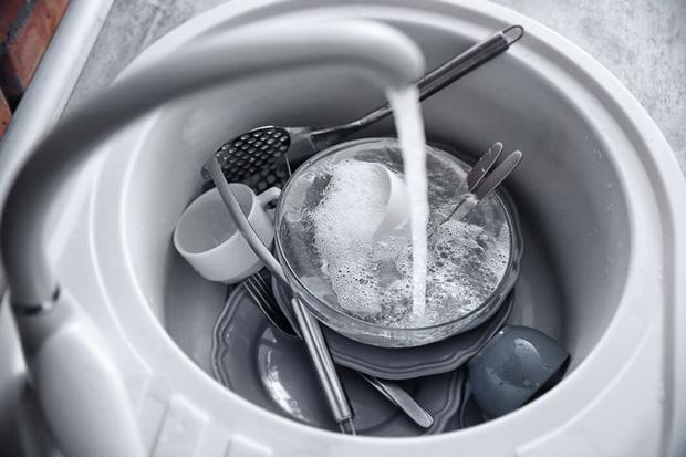 10 món đồ bẩn và nguy hiểm nhất trong phòng bếp, không chỉ khiến bạn đổ máu mà còn gây hại cho sức khoẻ - Ảnh 2.