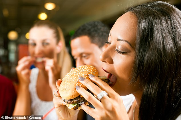 Ăn thực phẩm siêu chế biến mỗi ngày có thể tăng nguy cơ tử vong vì bệnh tim lên 9%: Danh sách siêu thực phẩm cần tránh - Ảnh 2.