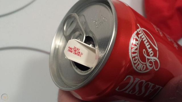 Chiến dịch marketing nhớ đời của Coca-Cola: Tung ra lon Coke chứa nước clo thối như mùi xì hơi, 'đốt sạch' 100 triệu USD trong 23 ngày - Ảnh 3.