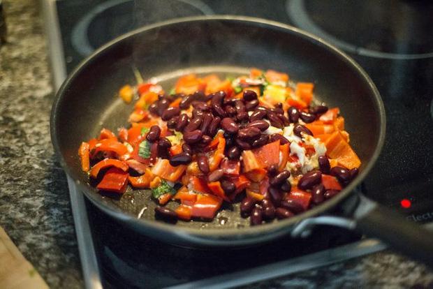 10 món đồ bẩn và nguy hiểm nhất trong phòng bếp, không chỉ khiến bạn đổ máu mà còn gây hại cho sức khoẻ - Ảnh 8.