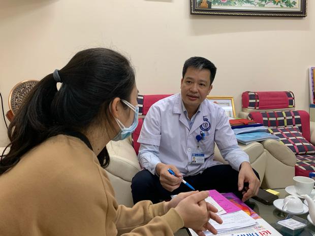 PGĐ Bệnh viện Nội tiết Trung ương kể chuyện phẫu thuật cho nữ bệnh nhân 15 tuổi mắc u tuyến giáp: Cố chịu đựng, tự nghe ngóng bệnh mới tốn kém - Ảnh 1.