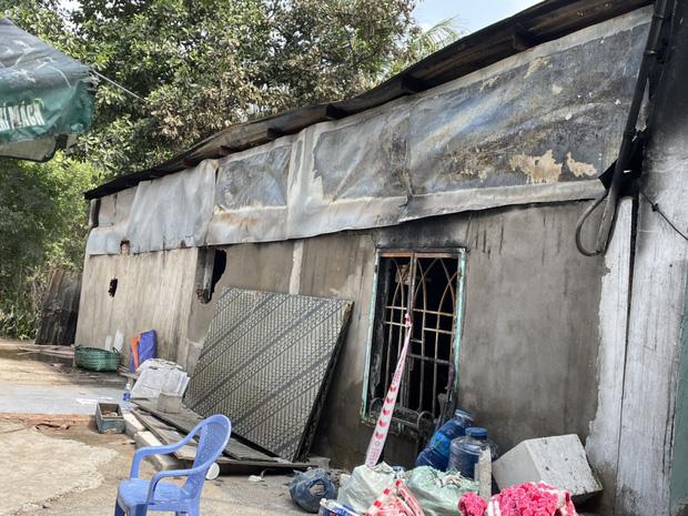 Ảnh: Cận cảnh căn nhà cháy đen khiến 6 người trong gia đình tử vong, xe máy bị thiêu rụi trơ khung - Ảnh 5.