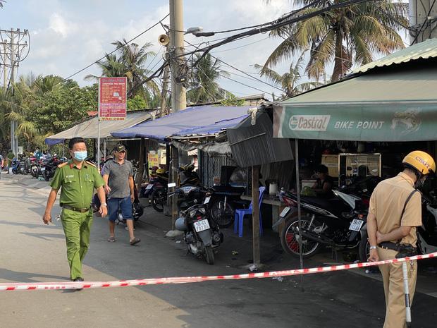 Ảnh: Cận cảnh căn nhà cháy đen khiến 6 người trong gia đình tử vong, xe máy bị thiêu rụi trơ khung - Ảnh 10.