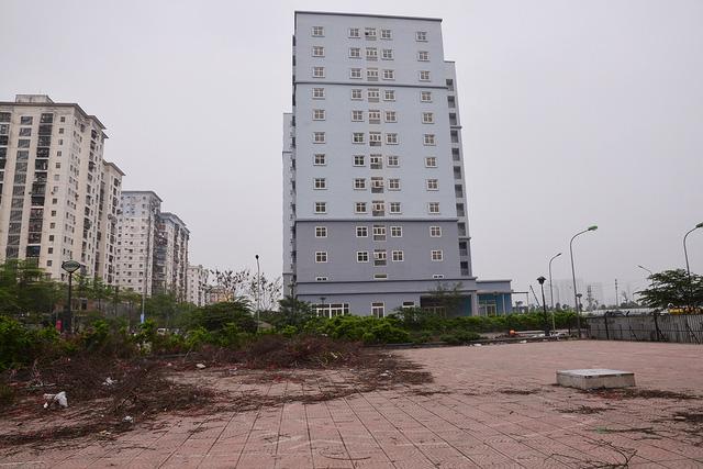 Khu chung cư view cực đẹp nhưng lại trở thành nơi hoang phế vì nhiều năm không có người ở - Ảnh 2.