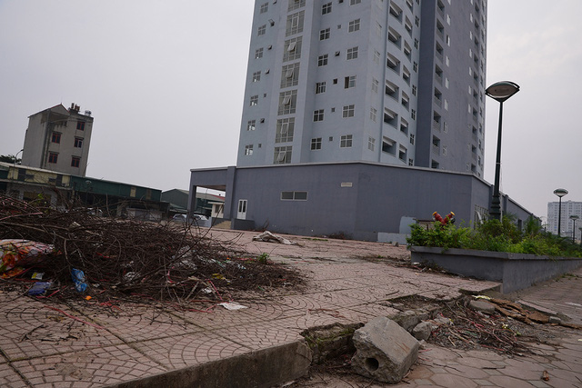 Khu chung cư view cực đẹp nhưng lại trở thành nơi hoang phế vì nhiều năm không có người ở - Ảnh 3.