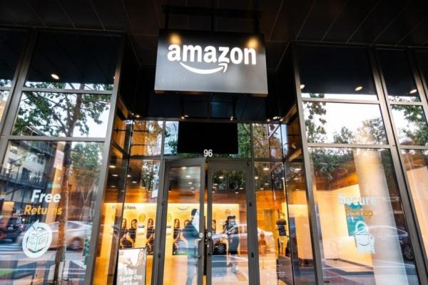 Doanh thu ngày của Amazon vượt quá 1 tỷ USD trong năm 2020 - Ảnh 1.