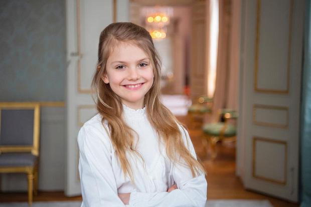 Hoàng gia Thụy Điển chia sẻ hình ảnh dịp sinh nhật 5 tuổi con trai Thái tử, ai cũng phải xuýt xoa vì thần thái hơn người của những đứa trẻ kế vị - Ảnh 5.