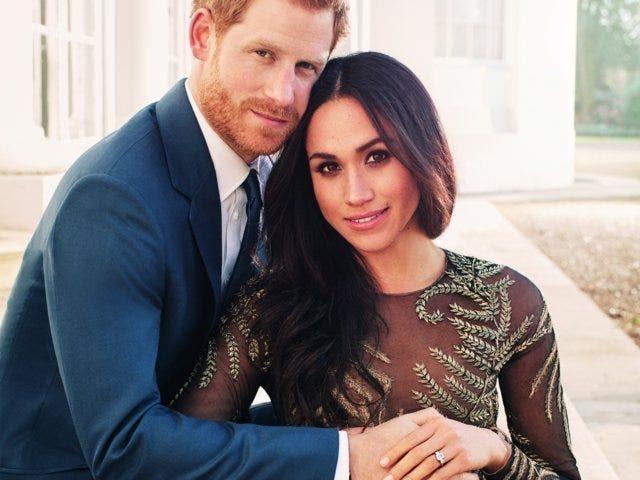 Ai cũng phải trầm trồ trước những trang phục xa xỉ nhất các thành viên hoàng gia Anh từng diện: Nàng dâu tai tiếng Meghan Markle chiếm đa số - Ảnh 15.