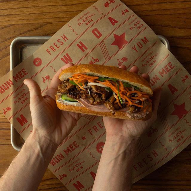 Quá tự hào với 5 tiệm bánh mì made in Vietnam ở nước ngoài: Đắt hàng như tôm tươi, bạn bè quốc tế check in rần rần  - Ảnh 21.