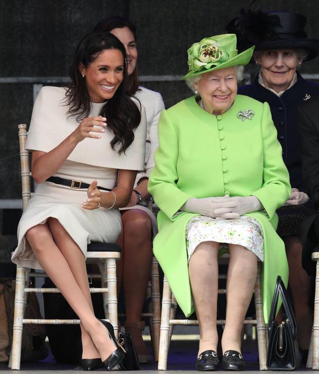 Vừa bị Nữ Hoàng Anh lấy lại tất cả, Meghan Markle liền lên tiếng nhận xét về bà trong cuộc phỏng vấn 1 lần kể hết khiến dư luận bất ngờ - Ảnh 2.